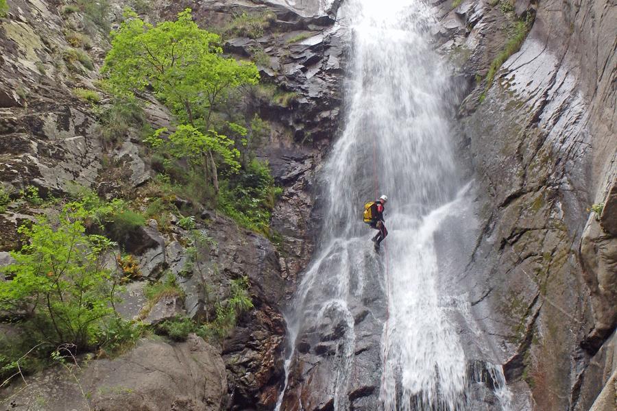 Stage de Canyoning dans les Pyrénées Orientales